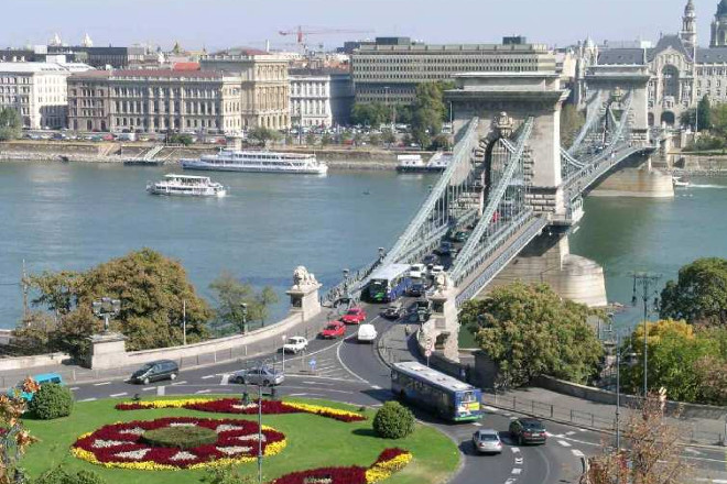 Chain-Bridge-Budapest-private-day-trip-from-Vienna