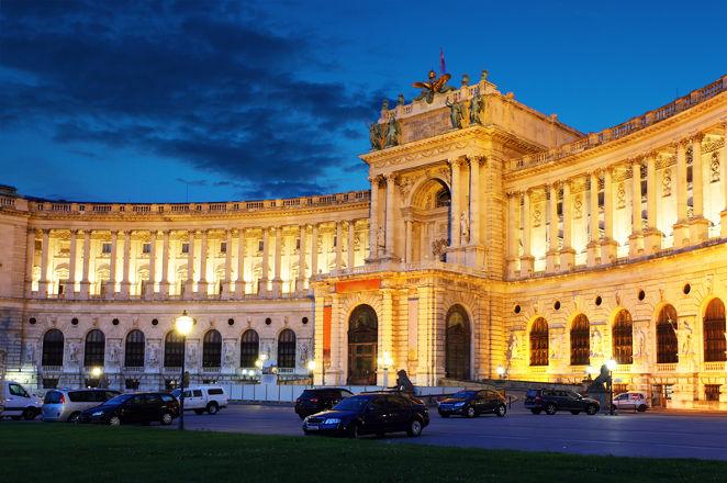 Hofburg-palace-Vienna-evening-walking-tour
