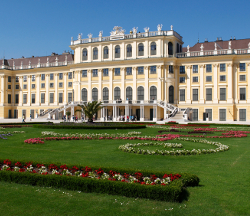 Visit Vienna`s best sights on a private city tour.