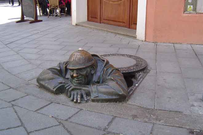 Worker-Statue-Bratislava-private-day-trip-from-Vienna