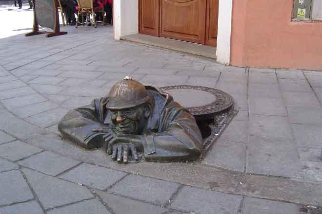Worker-Statue-Bratislava-private-day-trip-from-Vienna