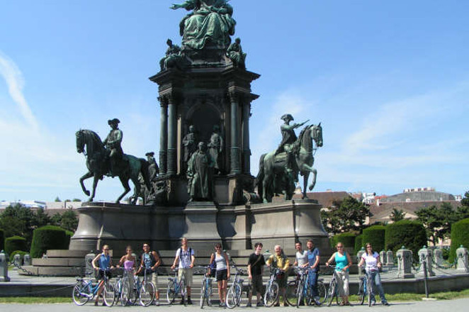 image_slide_73_Maria_Theresa_Square_City_Bike_Tour